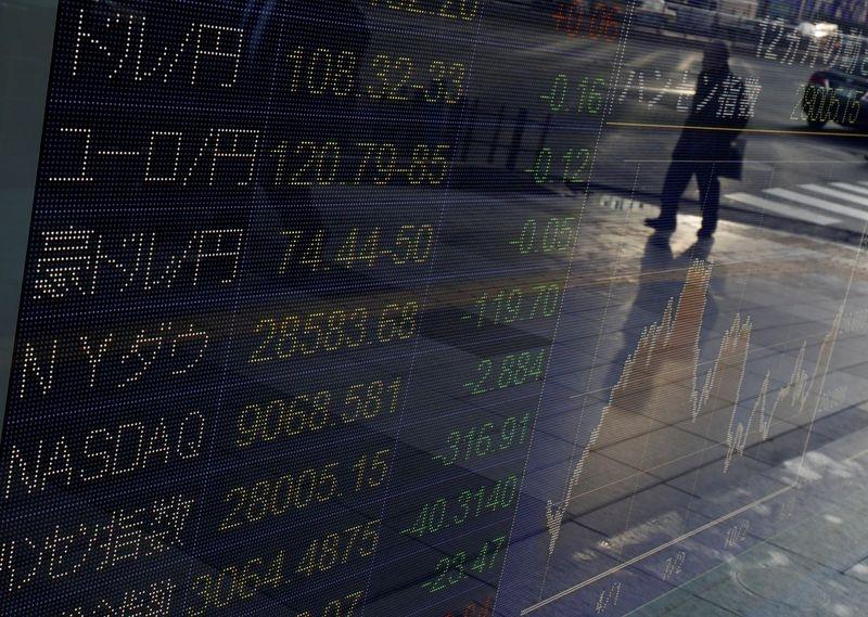 Японские акции слегка поднялись, в фокусе - заседание ФРС